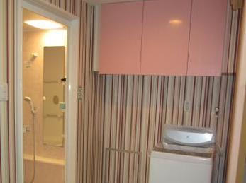 かわいいピンクを探してもらえてよかったです。パナソニックのキッチン吊り戸を洗面所に提案してくれるとは、思いませんでした。
