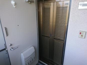 これで玄関を開けて家の中に風を通すことができます。